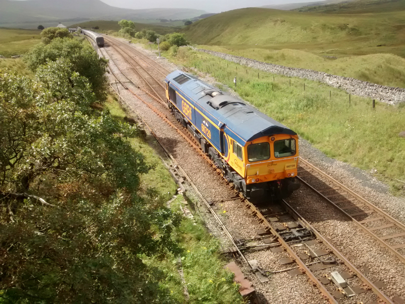 Class 66 running round train at Blee Moor